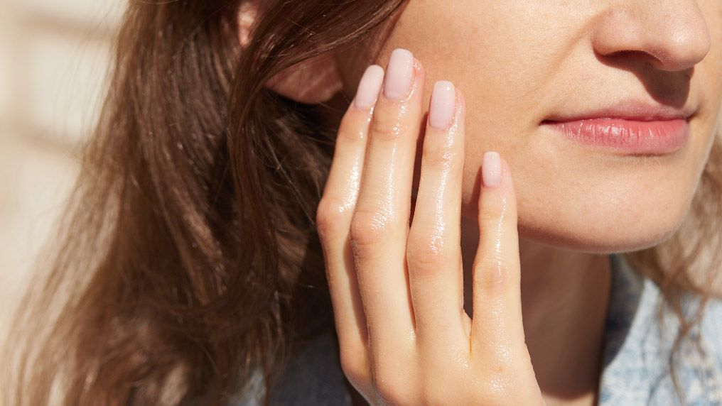 Metoda OCM - jak wykonać oczyszczanie twarzy olejami?