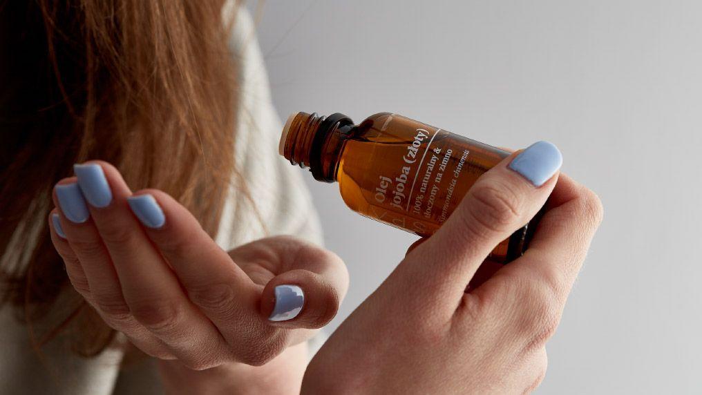 Jak olejować włosy i jak dobrać odpowiedni olej do typu włosów?